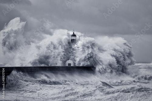 Stormy big waves - 189217104