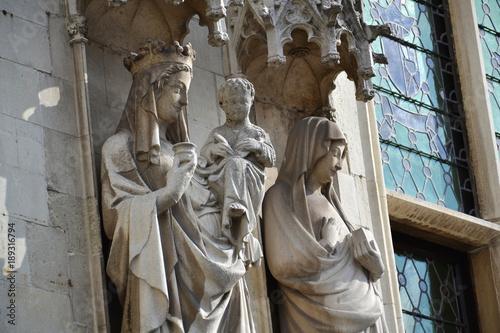 Fotobehang Brugge Statue on Brugge City Hall, Burg Square in Bruges, Belgium