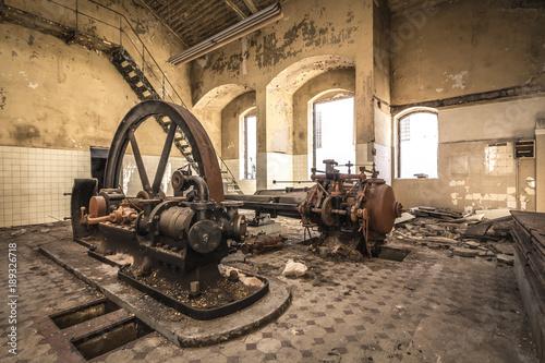Fotobehang Oude verlaten gebouwen Dampfmaschine - Lost Place