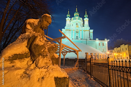 Fotobehang Kiev The monument to Taras Shevchenko in the snow and St. Andrew's Church on a hill at night. Andriyivskyy Descen (uzviz). Kyiv, Ukraine