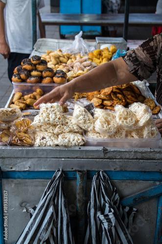 In de dag Bali Sweets seller on market in Bali.