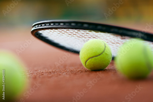 Fotobehang Tennis Sport. Tennis Balls And Racket On Court