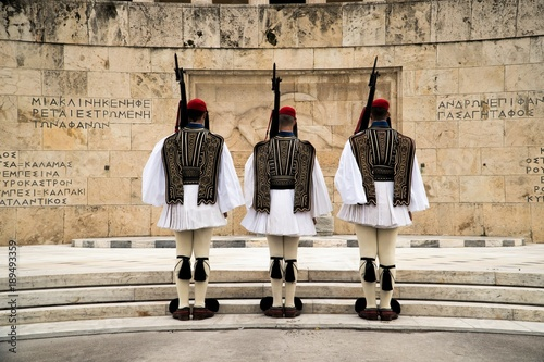 Fotobehang Athene Greek Presidential Guard (evzone) in national clothes uniform at the tomb of unknown soldier in Athens, Greece. Ceremonial ritual changing guards.