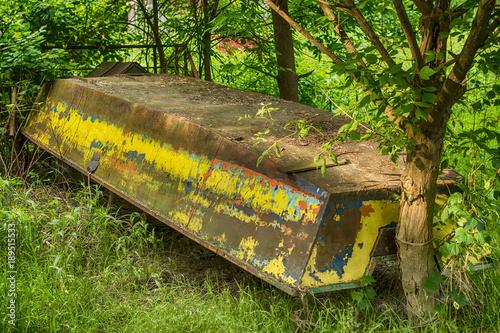 Deurstickers Schipbreuk The abandoned boat