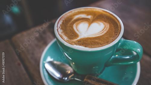 Gorąca Latte Kawa W Kształcie Serca