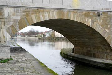 Die Steinerne Brücke in Regensburg ist die älteste Brücke in dieser Art und Dimension auf der Welt