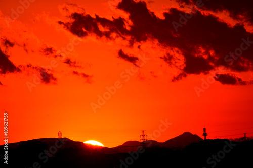 Foto op Canvas Baksteen 夕焼け/特別寒い冬の夕暮れ。綺麗な夕日とオレンジ色に染まります。