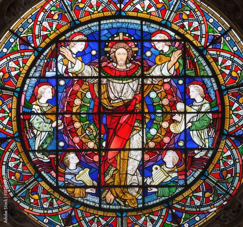 londyn-wielki-brytania-wrzesien-14-2017-wskrzeczajacy-jezus-chrystus-wsrod-aniolow-na-witrazu-w-kosciol-st-michael-cornhill-clayton-i-bell-od-19-centu
