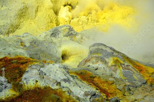 Plexiglas Geel crystallization of minerals