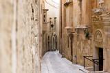 Wąska uliczka, alejka w zabytkowym mieście, Malta, Mdina - 189658932