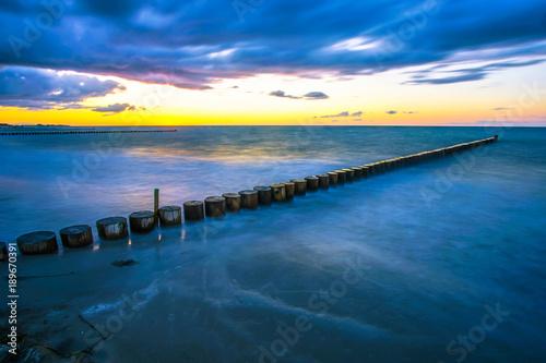 Falochron w zachodzie słońca, Morze Bałtyckie