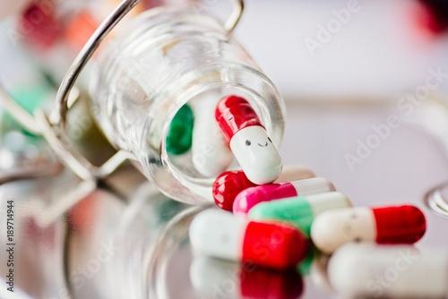 Papiers peints Pharmacie Capsule pills with smile