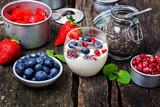 Joghurt mit Beeren und Chia, Superfood
