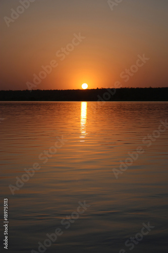 In de dag Ochtendgloren sunset on the river niger