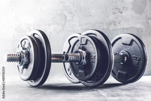 entrenamiento-de-fuerza-fitness-pesas