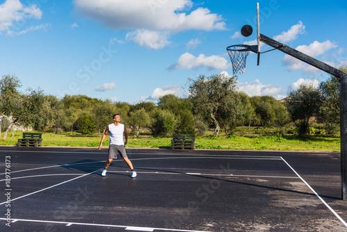 Aluminium Basketbal Basketball player waiting for the ball to score