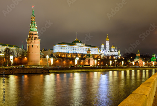 Poster Moskou Illuminated Moscow Kremlin and Moscow river in winter evening, Russia