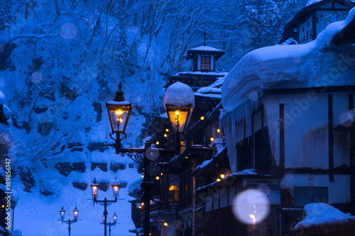 Papiers peints Bleu fonce 雪の銀山温泉