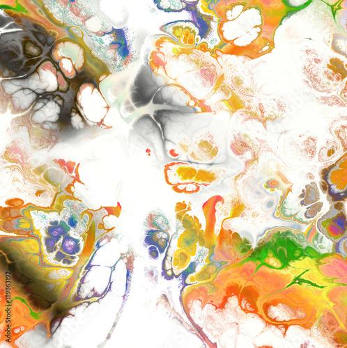 biale-i-zlote-marmurowe-abstrakcje