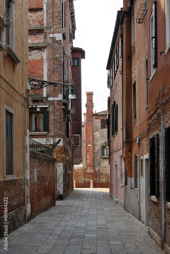 Fotobehang Smalle straatjes Autumn sunlight day on the Venice channels