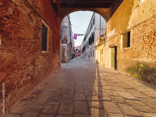 Foto op Canvas Smal steegje Venice city houses