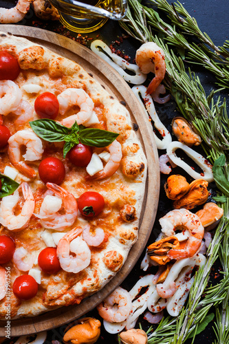 Keuken foto achterwand Pizzeria Seafood pizza with shrimps and tomatoes. Tasty mediterranean style food concept