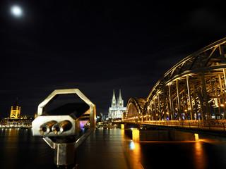 Köln Brücke Nacht Fernglas