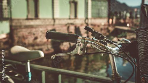 Uchwyt i hamulec kierownicy roweru