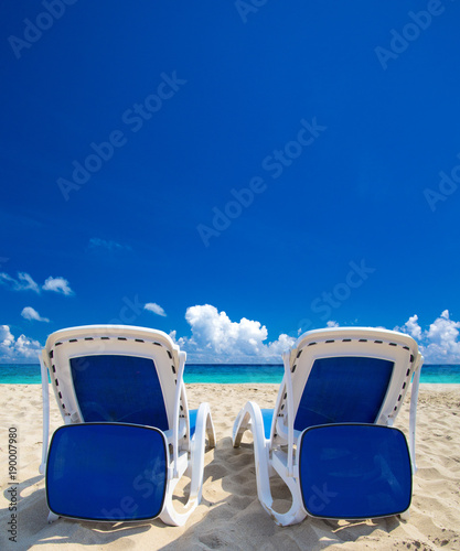 Fotobehang Donkerblauw beach and tropical sea