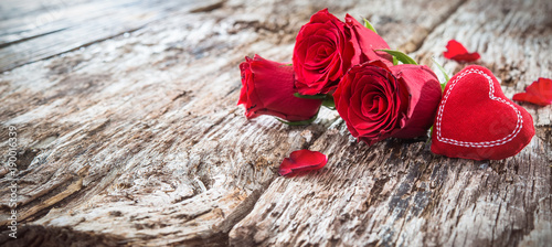 Red heart with roses on a rustic wooden background - 190016339