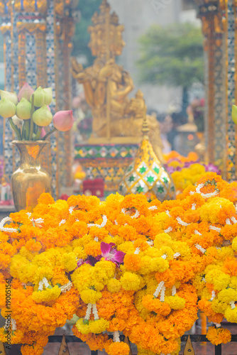 In de dag Bangkok Bangkok, Thailand - January 27, 2018 : Flowers gifts for buddhist worship at the Erawan Shrine in Bangkok, Thailand