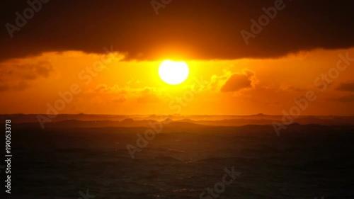 In de dag Oranje eclat Dramatic sunset over ocean waves. Clouds