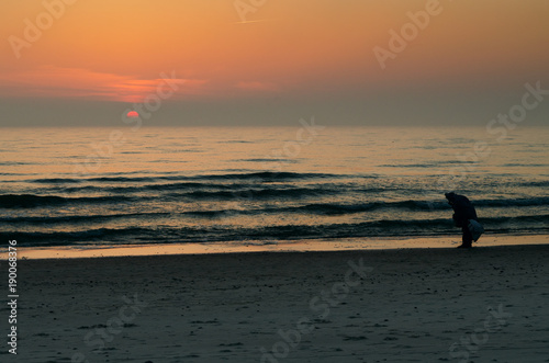 Foto op Canvas Zee zonsondergang Sunset into sea