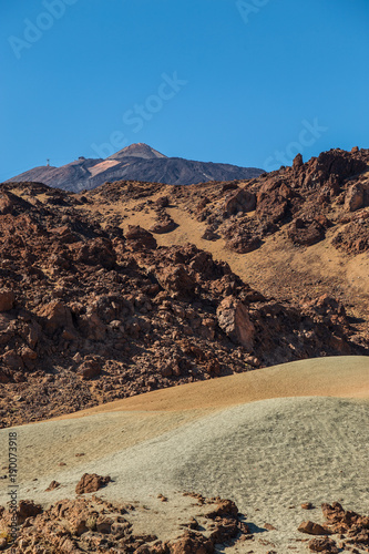 Papiers peints Marron chocolat Teide National Park, Tenerife, Canary Islands - A picturesque view of the colourful Teide volcano, or in spanish 'Pico del Teide'. The tallest peak in Spain with an elevation of 3718 m