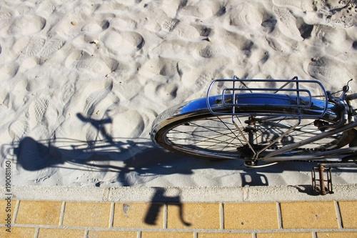 Fotobehang Fiets Vintage bicycle on the beach in Santa Pola, Spain