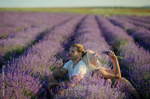 Foto op Plexiglas Lavendel Happy couple in a field of lavender on sunset.