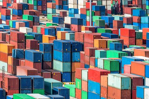 Aluminium Schiffscontainer im Hafen