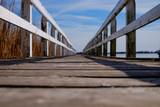 Steg am Bodden an der Ostsee aus der Froschperspektive - 190156796