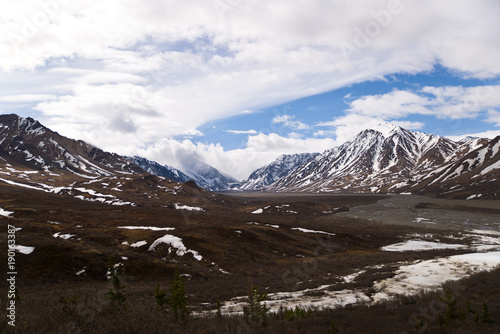 Fotobehang Chocoladebruin Snowy Peaks in Denali