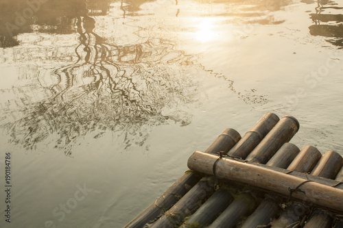 Tuinposter Guilin Watching sunrise on a wood raft in Gui Lin China