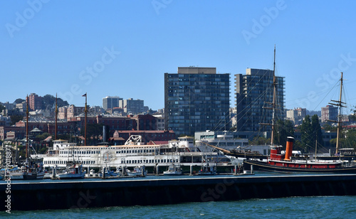 Fotobehang San Francisco San Francisco; USA - july 13 2016 : city seen from the seaside