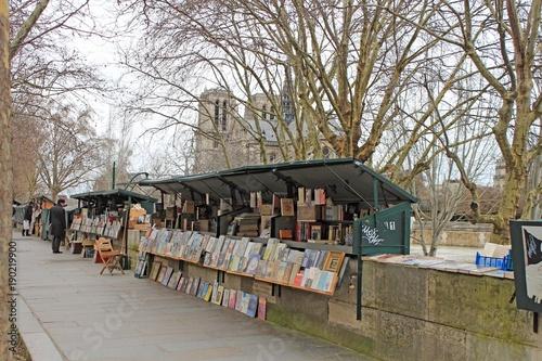 Tuinposter Parijs Paris bouquiniste sur les quais de Seine
