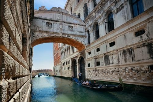 Foto op Canvas Venetie Bridge of Sighs and gondola