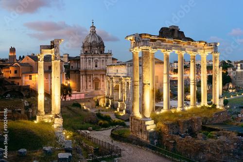 noc-rzymskiego-forum,-zdjecie,-widok