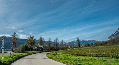 Tuinposter Blauwe jeans Road Natural Scenery