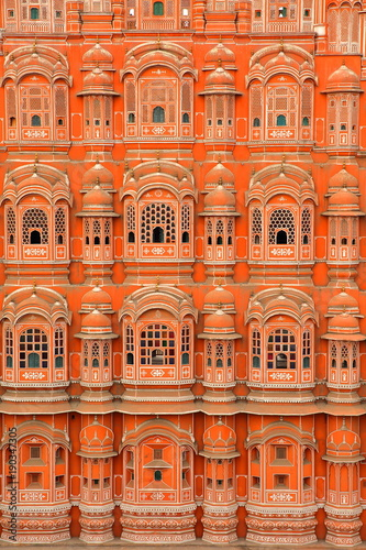 Foto Murales Details of the exterior facade of Hawa Mahal (Palace of the Winds) in Jaipur, Rajasthan, India