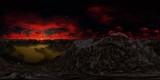 Panorama 360° con tramonto rosso scuro in montagna