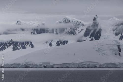 Fotobehang Antarctica Bergkette auf Brabant Island