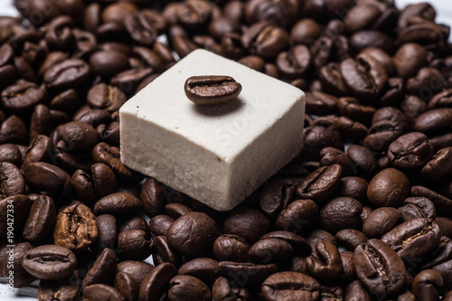 Poster Koffiebonen marshmallow, coffee grains closeup