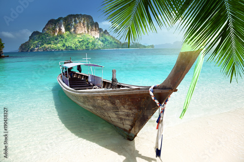 Aluminium Tropical strand long boat on island in Thailand